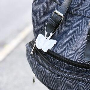 Hengerefleks med sommerfuglmotiv fra Tinkafu