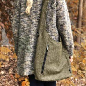 Crossbody veske i olivenfarget tweed