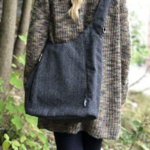 Crossbody veske i grå og sort tweed